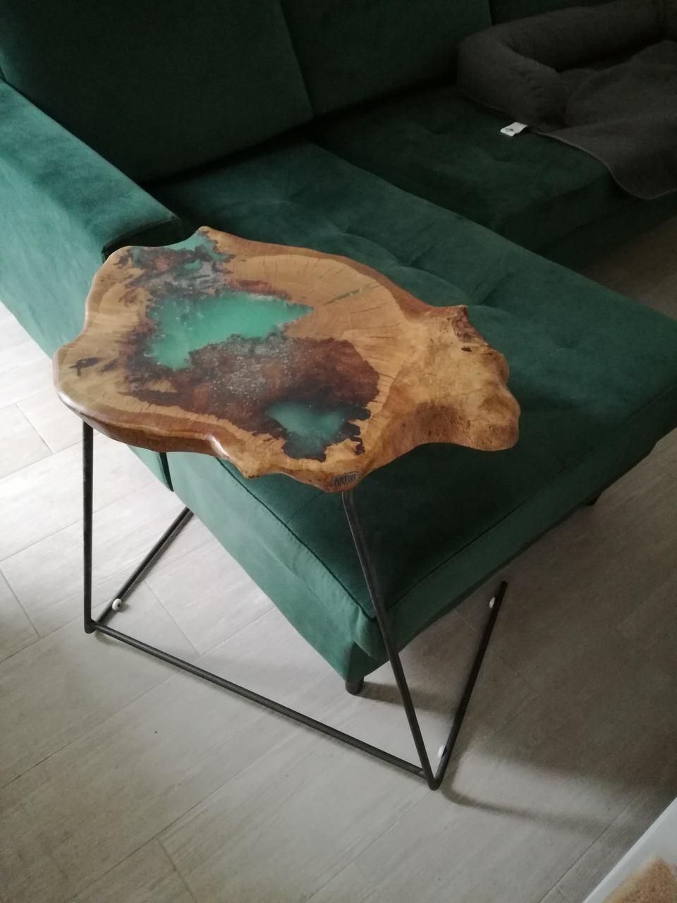 Mesa apoio em madeira de carvalho e resina